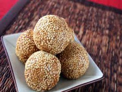 Thala Guli (Sesame Rolls)